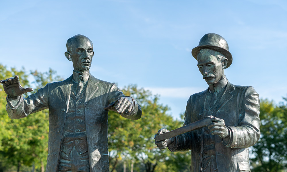 wilbur and orville wright statues